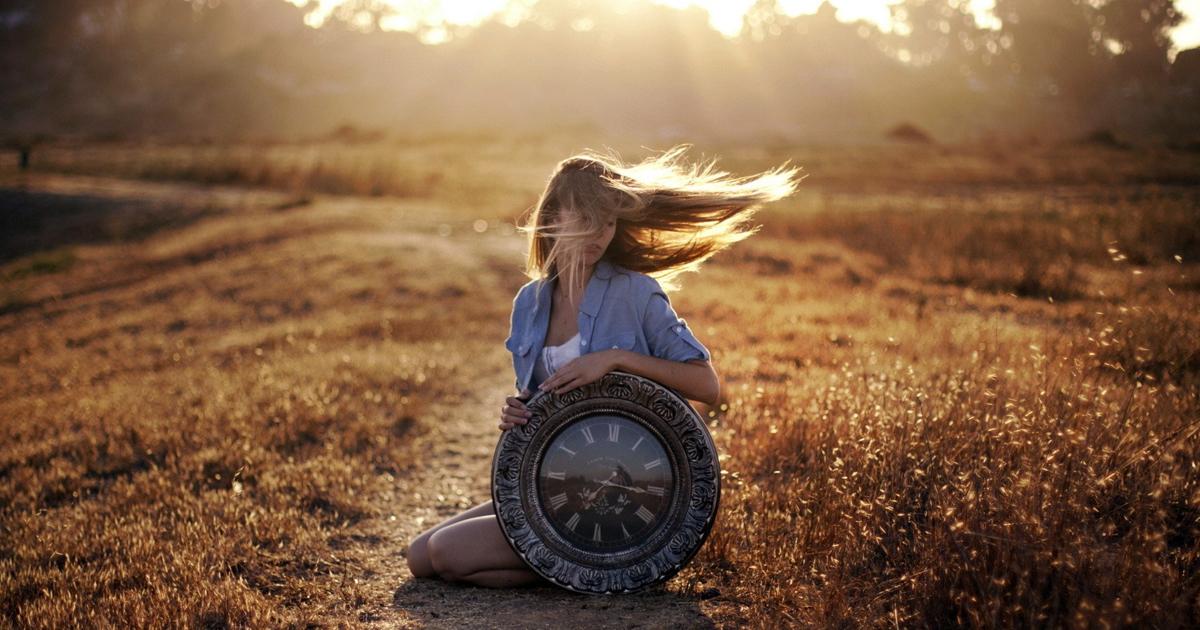 Nu grabi nimic. Nici viteza timpului. Nici succesul. Nici durerea. Nici fericirea. Nici regretul. Doar traieste!