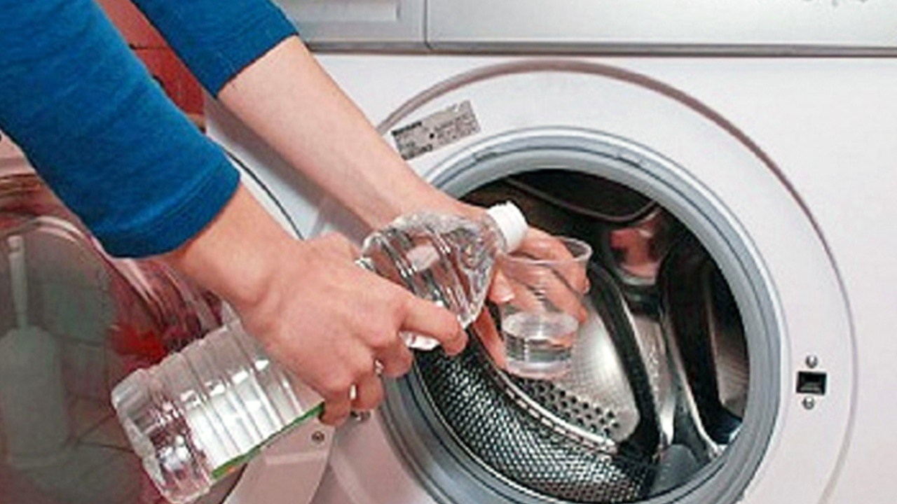 Cum se curăță mașina de spălat cu oțet: 3 sfaturi simple