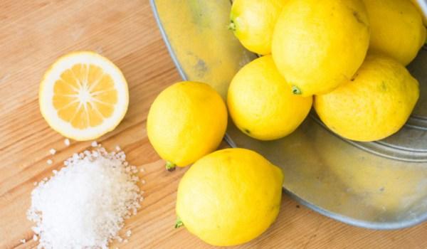 Remediu natural pentru durerile de cap: LAMAIE CU SARE