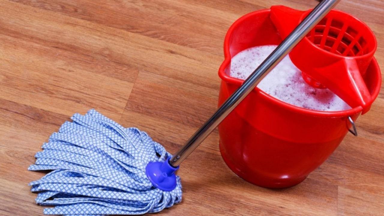 Când curățați podeaua, adăugați sare!